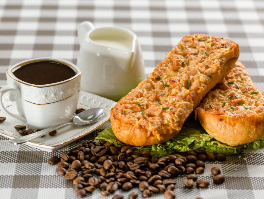 Бутерброд запеченный с ветчиной и сыром