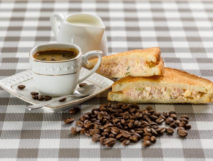 Бутерброды запеченные с ветчиной и сыром